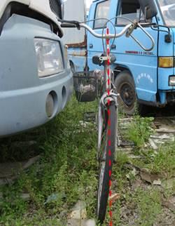 痕迹鉴定还原真相:自行车如何横过马路